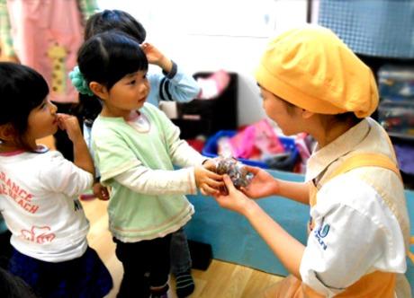 保育園で元気な子供たちを支える調理 補助のお仕事。日祝及び平日が休みの働きやすい環境です。